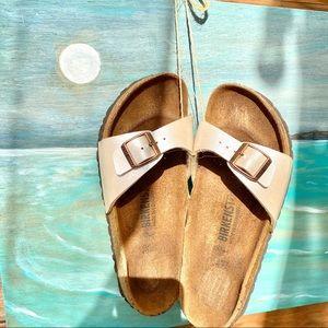 🏖BEACH ready Pearl white BIRKENSTOCKS sandals